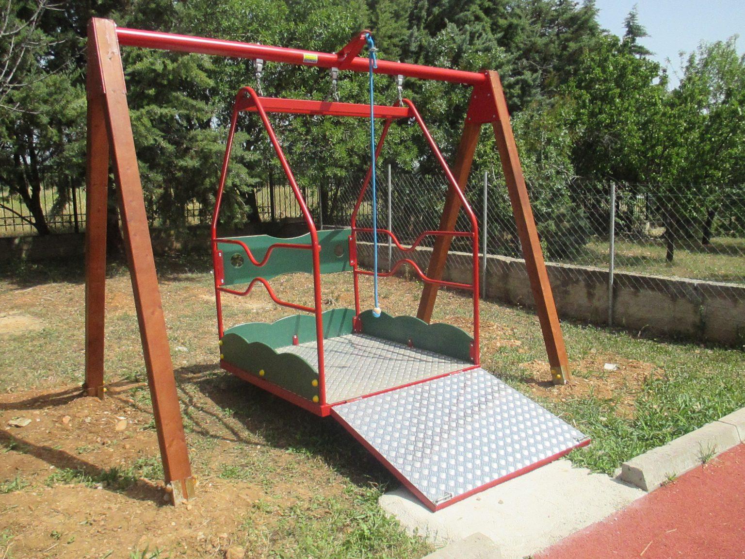 Το Ειδικό Δημοτικό Σχολείο Αλεξανδρούπολης απέκτησε κούνια για μαθητές που κινούνται με αναπηρικό αμαξίδιο