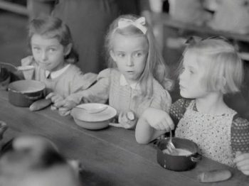 Έρευνα | Τα νήπια μοιράζονται το φαγητό τους ακόμα και όταν πεινούν