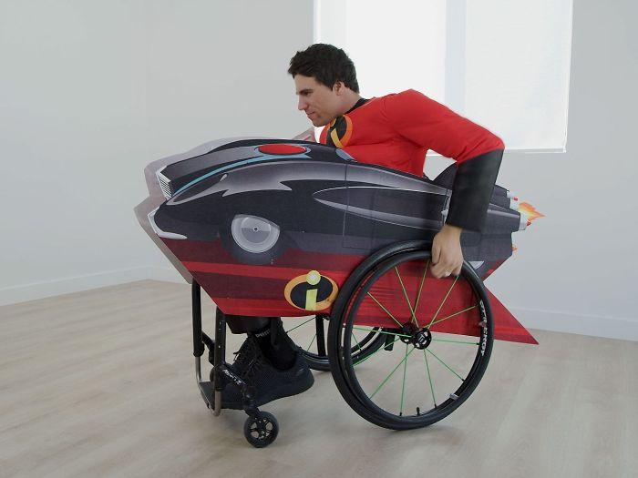 Η Disney ξεκίνησε να πουλά αποκριάτικες στολές για παιδιά σε αναπηρικά αμαξίδια