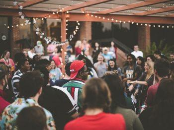 Βόλος: Πάρτι γενεθλίων με 40 άτομα σε προαύλιο σχολείου – Πρόστιμα σε επτά ανηλίκους