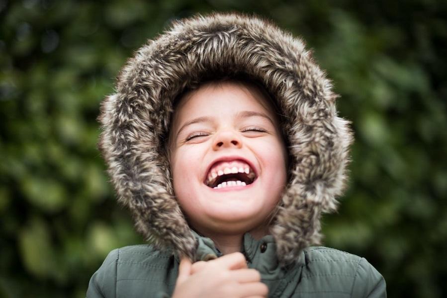 «Αν θέλετε χαρούμενα παιδιά, αφήστε τα ν' ακούσουν τα όμορφα λόγια που λέτε γι' αυτά στους άλλους»