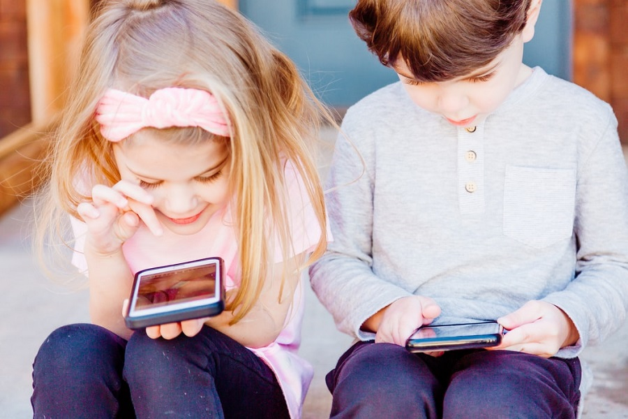 Καιρός ήταν - Το TikTok θα κάνει «ιδιωτικούς» όλους τους λογαριασμούς παιδιών κάτω των 16 ετών