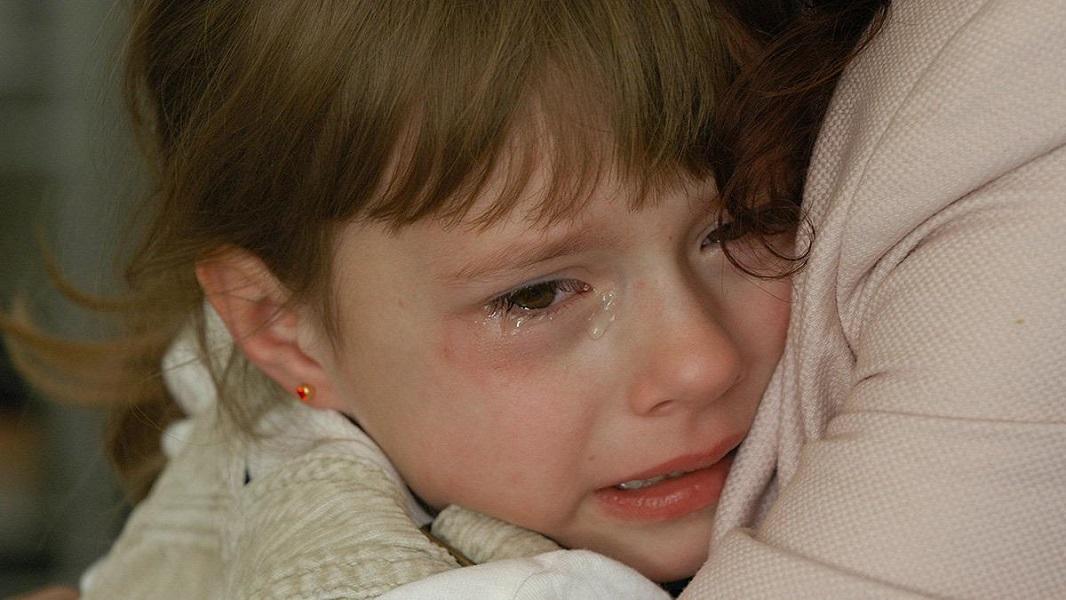 Περνάει από ΕΔΕ η νηπιαγωγός που άφησε στο κρύο το τετράχρονο κοριτσάκι για τιμωρία!