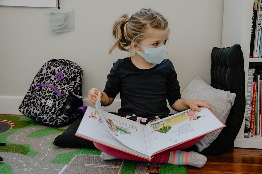 Γαλλία: Απαγορεύτηκαν οι υφασμάτινες μάσκες στα σχολεία!
