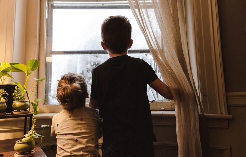 Κορωνοϊός: «Καμπανάκι» των ειδικών για ενδοοικογενειακή μετάδοση εν μέσω κακοκαιρίας