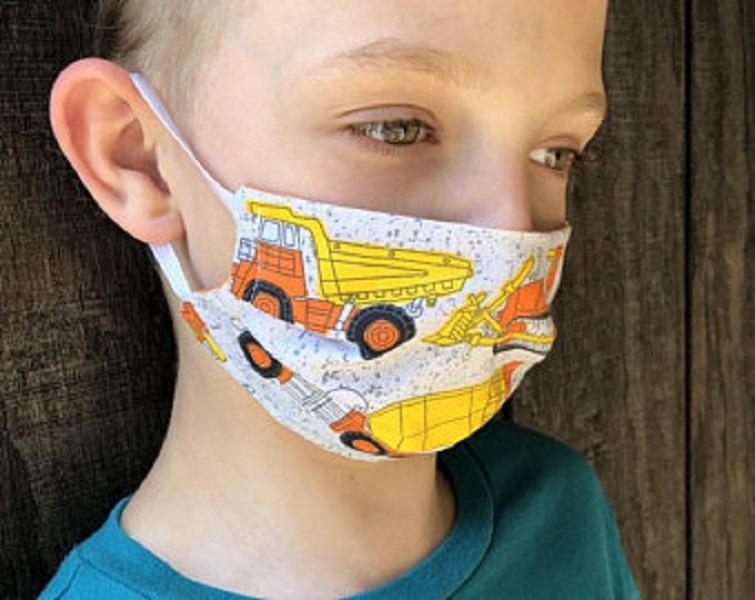 Στο τραπέζι η υποχρεωτική χρήση διπλής μάσκας