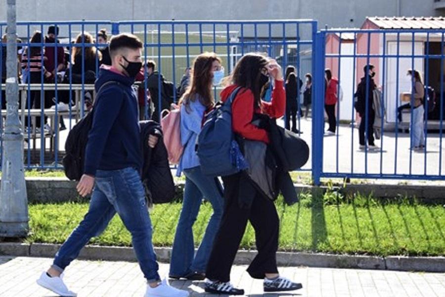 Σχολεία: Σενάριο για ματαίωση προαγωγικών εξετάσεων, μείωση ύλης και λιγότερες διακοπές το Πάσχα