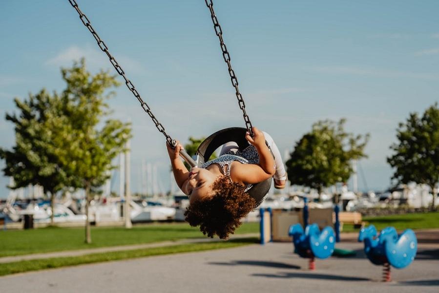 Βρετανοί παιδίατροι: Χαλαρώστε τα μέτρα για τις παιδικές χαρές τώρα!