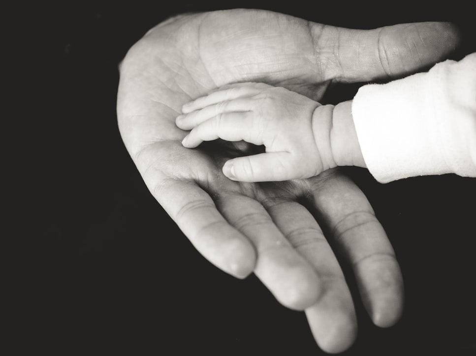 Δ. Μιχαηλίδου: Επίδομα από 300 έως 1.200 ευρώ το μήνα για τις οικογένειες αναδόχων