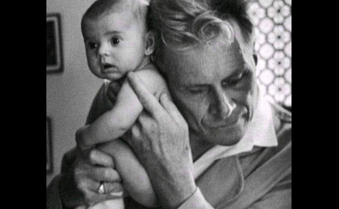 Albert-André Nast | Ο τυφλός γιατρός που βοήθησε να έρθουν στη ζωή 4 χιλιάδες μωρά
