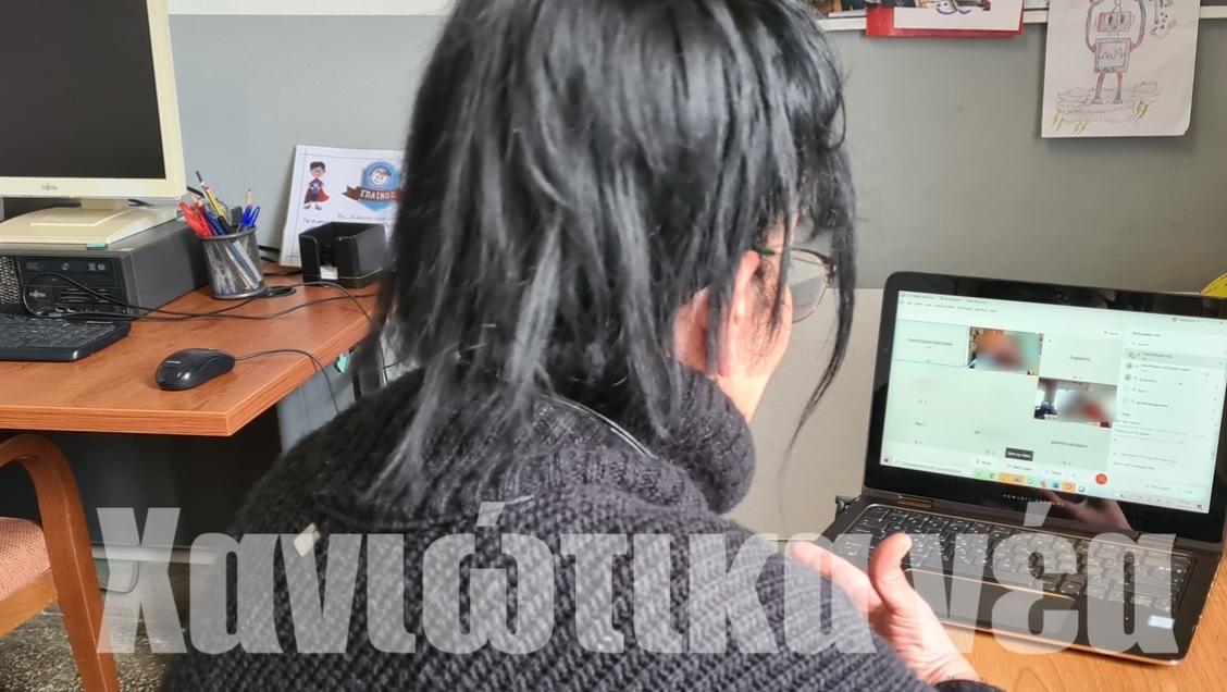 Συγκινούν τα δύο αδερφάκια με κορονοϊό που κάνουν τηλεκπαίδευση μέσα από το νοσοκομείο Χανίων