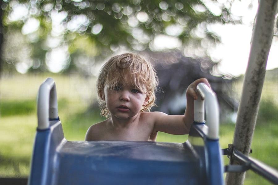 Τι συνέβη σ' εκείνο τον κόσμο όπου τα παιδιά ήταν μες στις λάσπες, βρώμικα και αναμαλλιασμένα;