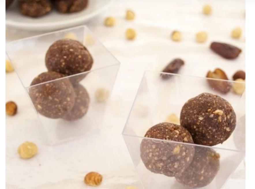 Μια συνταγή για τρουφάκια με φουντοκόπαστα από τη διατροφολόγο