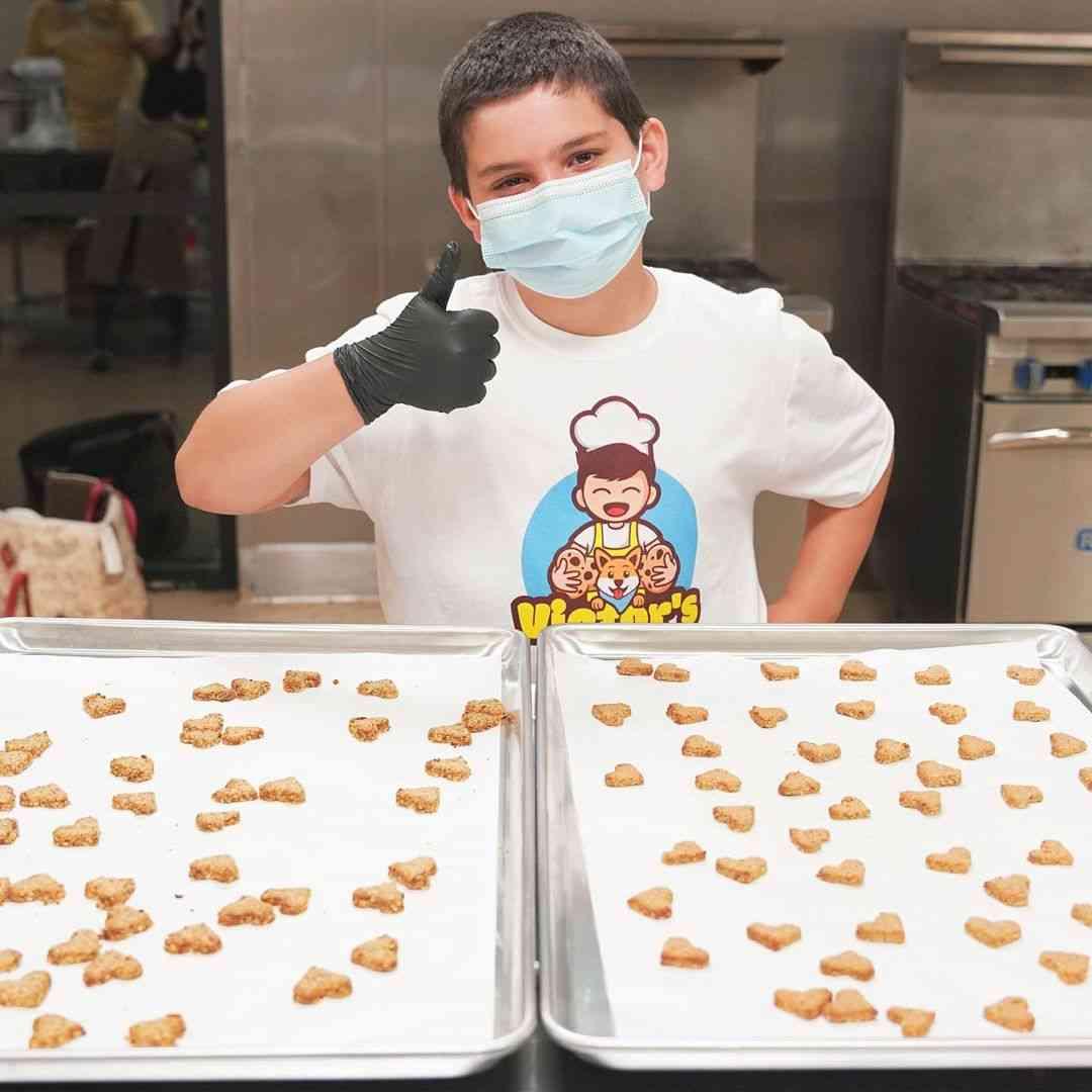 10χρονο αγόρι άνοιξε μαγαζί με μπισκότα και δωρίζει τα κέρδη σε καταφύγια ζώων