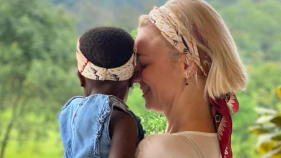 """""""Πρώτη φορά μαμά"""" - το συγκινητικό μήνυμα της Χριστίνας Κοντοβά με την μικρή Έιντα"""