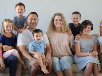 Ζευγάρι υιοθέτησε 7 παιδιά