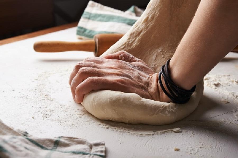 Μπήκε στον φούρνο για να κλέψει και εκείνος του έδωσε δουλειά- Το «ευχαριστώ» 25 χρόνια μετά