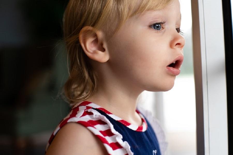 Όταν τα παιδιά μας βλέπουν να τσακωνόμαστε, πρέπει να μας βλέπουν και να τα βρίσκουμε