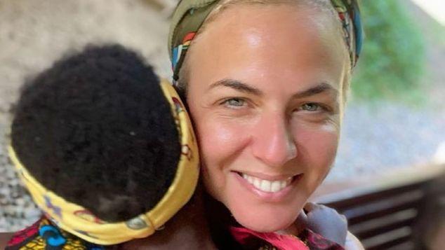 «Γιατί δεν υιοθετείς από την Ελλάδα;»: Η απάντηση της Χριστίνας Κοντοβά