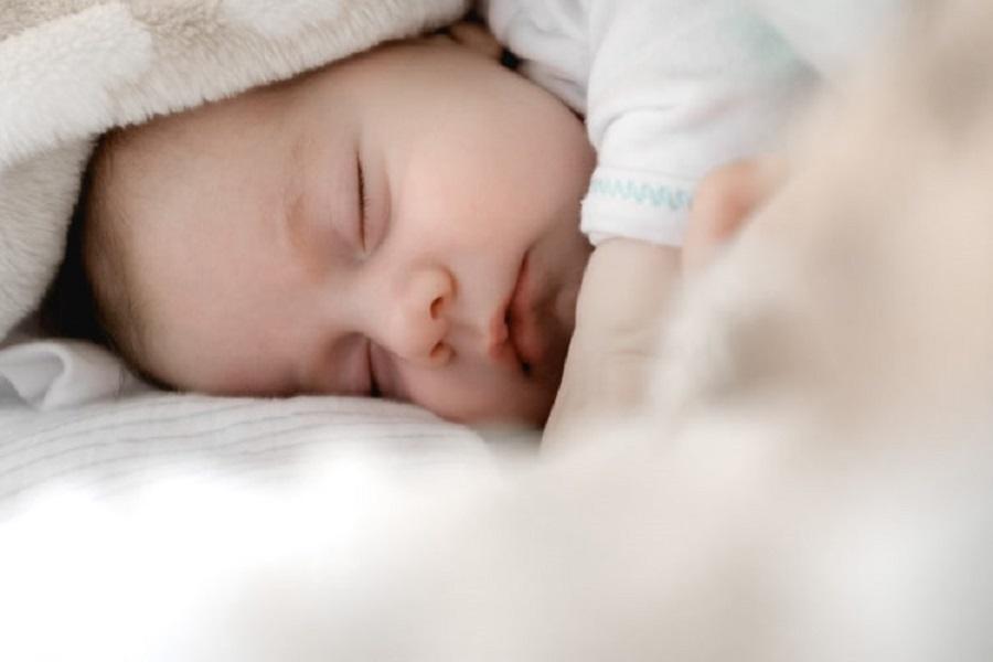"""""""Το μωρό, μόλις έρθει στον κόσμο, πρέπει να αφεθεί γυμνό πάνω στην κοιλιά της μάνας του"""""""