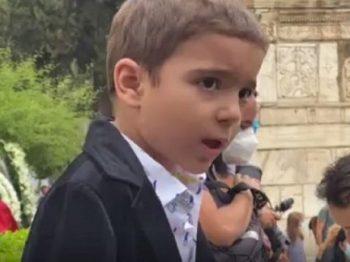 Ο 5χρονος Αναστάσης τραγούδησε το «Σώπα όπου να' ναι θα σημάνουν οι καμπάνες» (βίντεο)