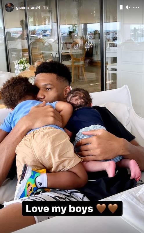 Γιάννης Αντετοκούνμπο: Η πρώτη φωτογραφία με τους δύο γιους του στο Instagram