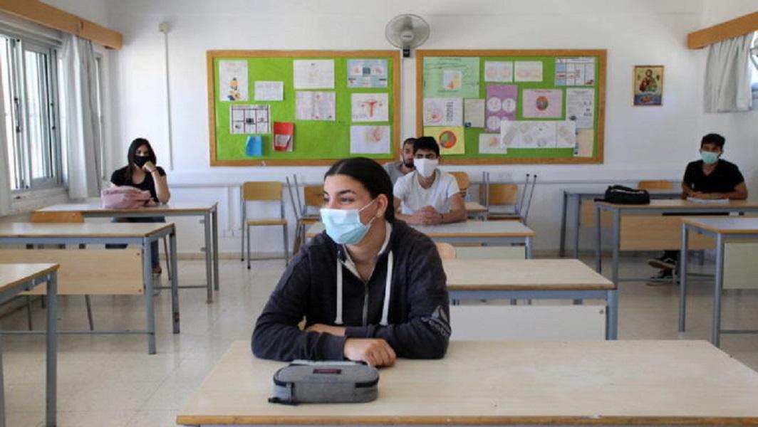 Άνοιγμα σχολείων - Μακρή: Ρισκάρουν οι γονείς που δεν εμβολιάζουν τα παιδιά τους