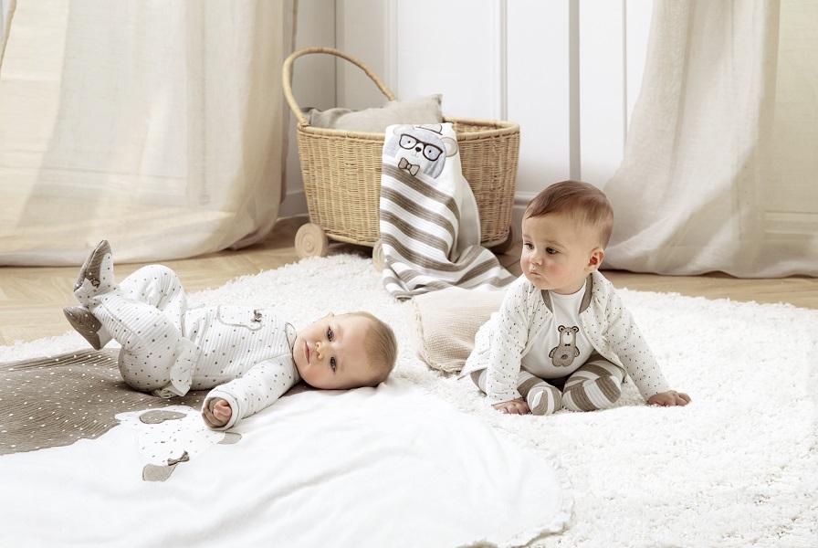 ρούχα για βρέφη και παιδιά