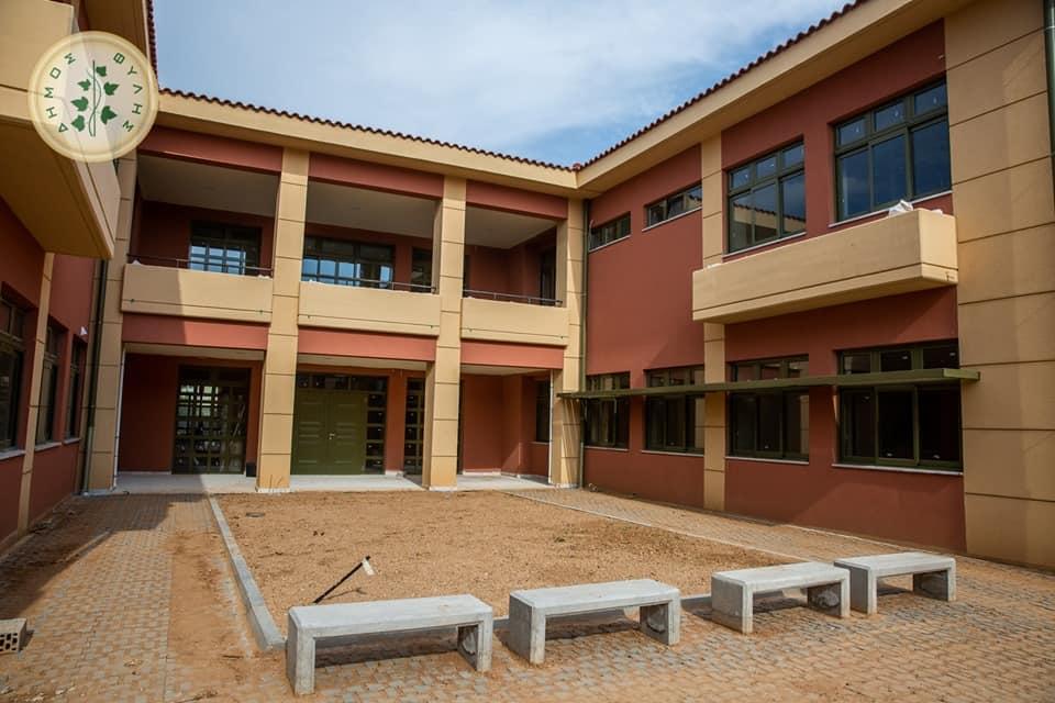 ΈναΒιοκλιματικό Ειδικό Γυμνάσιο στα Άνω Λιόσια με δωμάτιο ησυχίας και εσωτερική πισίνα!