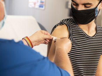 υποχρεωτικό τον εμβολιασμό των μαθητών