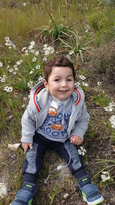 Ο μικρός Αντώνης με νωτιαία μυϊκή ατροφία κέρδισε τη μάχη της ζωής